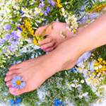 Как избавиться от потливости ног и неприятного запаха в домашних условиях?
