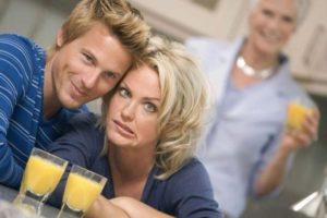 Как убедить супруга поселиться отдельно от матери?