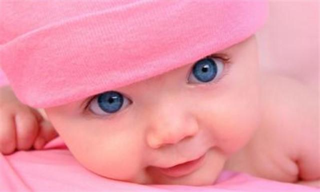 грудничек с голубыми глазами