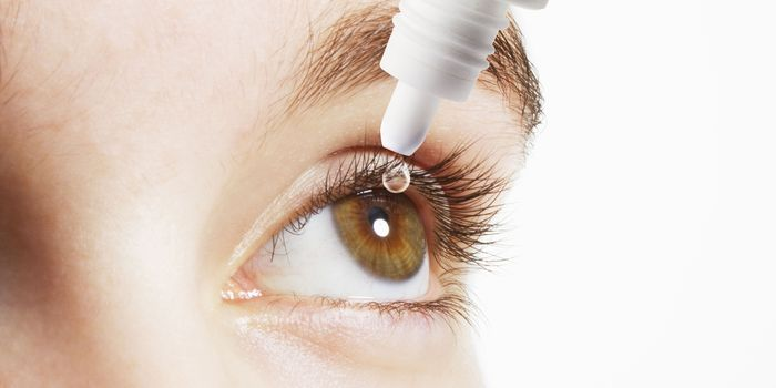 Применение капель для глаз от усталости