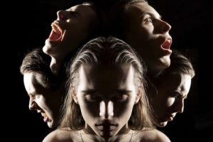 В чем отличие психоза от маниакальной шизофрении?
