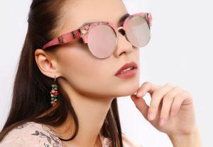 Чем полезен розовый цвет стекл очков?
