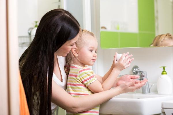 для профилактики синдрома рука-нога-рот нужно мыть руки после общественных мест