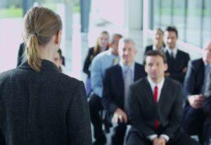 В чем аажность деловой беседы?