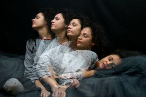 Почему люди разговаривают во сне: причины