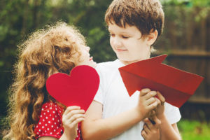Как заговорить с мальчиком-соседом или одноклассником?