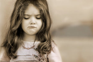 Невоспитанная девочка: основные признаки