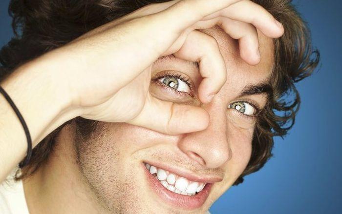 Мужчина с голубыми глазами