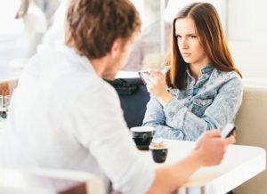 О чем не нужно беседовать с мужчинами?