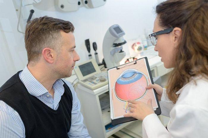 Пациент у врача офтальмолога