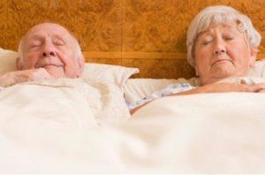 Пожилой все время спит